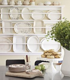 plate rack. would love this in my dining room.