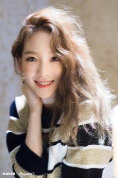 Taeyeon Tommy Hilfiger Fall 2018 Runway Show Photoshoot in shanghai Sooyoung, Yoona, Kpop Girl Groups, Kpop Girls, Taeyeon Wallpapers, Taeyeon Fashion, Girls' Generation Taeyeon, Girls Generation Jessica, Kim Tae Yeon