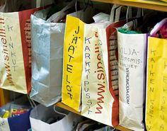 Karkkipaperit perheen bisneksenä Paper Shopping Bag, Food, Decor, Decoration, Eten, Decorating, Deco, Meals, Embellishments
