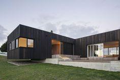 Современный дом на фоне живописной природы в Новой Зеландии
