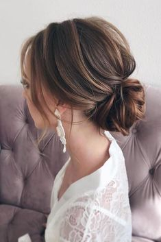 30 Bridal Hairstyles For Perfect Big Day Party 30 Timeless Bridal Hairstyles ❤ timeless bridal hairstyles textured low bun on brown hair anastasia_vojtehovich Face Shape Hairstyles, Long Face Hairstyles, Bride Hairstyles, Messy Hairstyles, Bridal Party Hairstyles, Formal Hairstyles, Brunette Wedding Hairstyles, Hairstyles Videos, Hairstyle Men