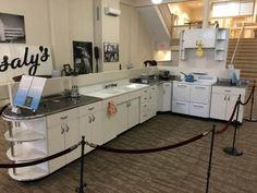 Boxed up for 67 years and now set free: Brand new 1948 Youngstown Kitchen cabinets + 1948 GE Airliner stove - 80 photos - Retro Renovation Retro Kitchen Decor, Retro Home Decor, Vintage Kitchen, Kitchen Ideas, Vintage Decor, Retro Kitchens, Kitchen Layout, Vintage Stuff, Rustic Kitchen