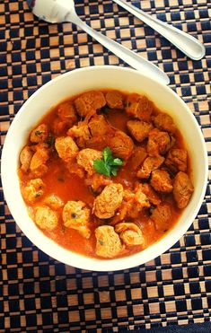 Soya chunks curry, a simple meal maker curry using chunks of meal maker in onion tomato gravy.'Soya chunks' is also referred to as 'meal maker'.