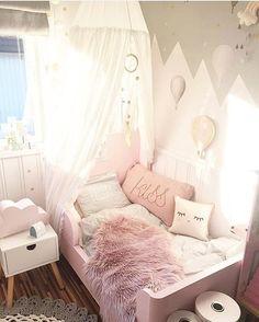 Una habitación pequeña pero bien organizada y decorada, con armonía entre todos sus elementos 💜💚 #ChildrensSpaces #EspaciosParaNiños