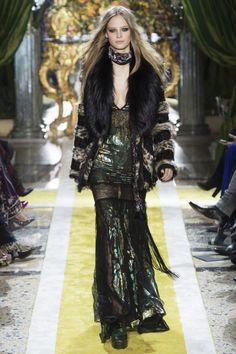 Roberto Cavalli Fall 2016 Ready-to-Wear Collection Photos - Vogue Couture Fashion, Runway Fashion, Boho Fashion, High Fashion, Fashion Outfits, Fashion Design, Milan Fashion, Roberto Cavalli, Fashion Week