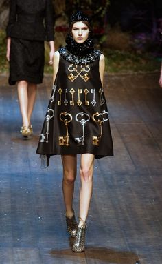 Dolce & Gabbana at Milan Fashion Week Fall 2014 - Runway Photos Dolce & Gabbana, High Fashion, Fashion Show, Womens Fashion, Milan Fashion, Fall Winter 2014, Fall 14, Autumn Fall, Fashion Plates