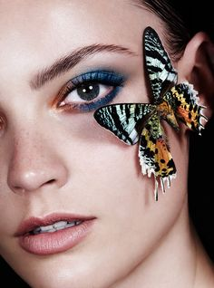 Beauty Story by Felicity Ingram for Harper's Bazaar Netherlands October 2015 - Make Up - Lips - Eyes Butterfly Face, Butterfly Pictures, Butterfly Kisses, Butterflies, Madame Butterfly, Photography Women, Beauty Photography, Model Face, Stylish Girl Pic