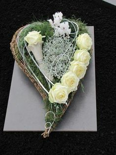 Heart flower arrangement for All Saints' Day and the anniversaries - Memorial Florist Funeral Flower Arrangements, Funeral Flowers, Wedding Flowers, Ikebana, Grave Decorations, Heart Decorations, Deco Floral, Arte Floral, Memorial Flowers