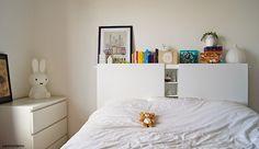 Matériel : – 1 x planche MDF 1m60, haut du lit – 2 x planches MDF 80m x 1m20, tête de lit – 3 range CD SKALLID(trouvé sur un site de petites annonces) – P