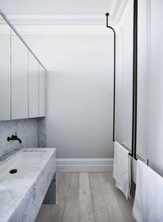 Regent by Smart Design Studio-Sydney Home Design Natural Light Inward - The Local Project Home Design, Global Design, Smart Design, Design Studio, Design Ideas, Retro Bathrooms, Modern Bathroom, Master Bathrooms, Minimalist Bathroom