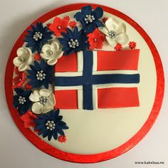 Kakebua's blogg: 17 mai Kake - Lukke valnøtt 4th Of July Wreath, Norway, Decorative Plates, My Love, Birthday Cakes, Spring, Decorating, Food, Decor