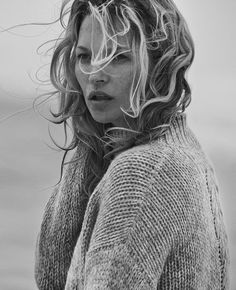 Naked Cashmere, Kate Moss by Peter Lindbergh Urban Fashion Photography, Fashion Photography Inspiration, Photography Women, Beauty Photography, Portrait Photography, Peter Lindbergh, Kate Moss, Beach Portraits, Black N White Images