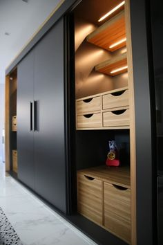 Modern kitchen by Aykuthall Architectural Interiors - OHY Ev .- Moderne Küche von Aykuthall Architectural Interiors – OHY Evi Modern kitchen by Aykuthall Architectural Interiors – OHY Evi - Bedroom Closet Doors, Wardrobe Room, Wardrobe Design Bedroom, Bedroom Cupboard Designs, Wardrobe Furniture, Bedroom Bed Design, Bedroom Cupboards, Bedroom Furniture Design, Home Decor Bedroom