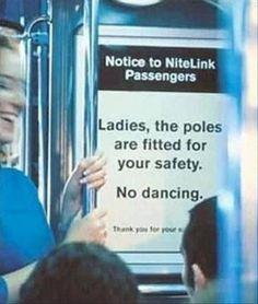 tipico que te subes al metro y encuentras este letrero