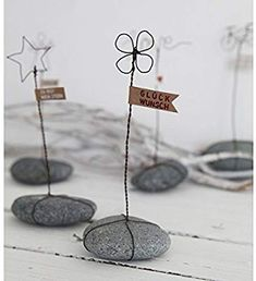 Stone stories tell of love and happiness. - Stone stories tell of love and happiness. Wire Crafts, Rock Crafts, Diy And Crafts, Arts And Crafts, Presents For Kids, Diy Presents, Diy Gifts, Old Best Friends, Metal Garden Art