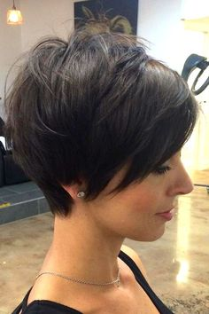 Today we have the most stylish 86 Cute Short Pixie Haircuts. We claim that you have never seen such elegant and eye-catching short hairstyles before. Pixie haircut, of course, offers a lot of options for the hair of the ladies'… Continue Reading → Short Hair With Layers, Short Hair Cuts For Women, Thick Short Hair Cuts, Short Choppy Hair, Short Blonde, Short Pixie, Pixie Haircut For Thick Hair, Haircut Short, Short Haircuts