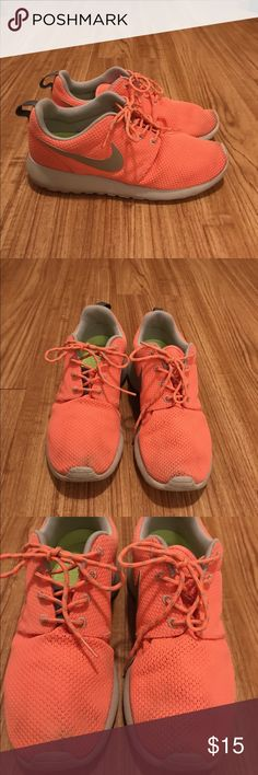 Nike Roshe Used Nike Roshe shoe just needs some tlc still has lots of use :) Nike Shoes Sneakers