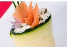 Zucchiniröllchen mit Lachs