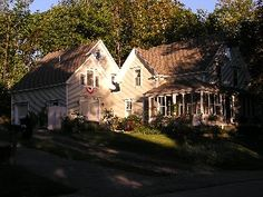 Camden, Maine - stayed at this wonderful little apartment above an artist's studio in Camden, Maine and loved it!!! I'm ready to go back and stay with Linda every year (until we can buy a place!) 10 minutes walk to town. Not on the water, but less than a block away and could see it from the living room window. Slept like babies. And by the way, I have NEVER been anywhere in this country where the people were so genuinely polite.
