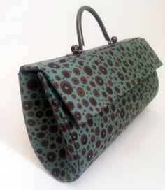 Bolsa feita em cartonadas m, forrada em tecido de algod�o.<br>Consulte estampas dispon�veis
