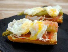 Tosta de Jamón, Espárragos Verdes y Huevos de Codorniz.