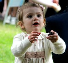 The meeting between Crown Princess Victoria and this public Solliden lasted over an hour and thirty.  Princess Estelle was accompanied his parents at their own pace while going to pause in the residence.