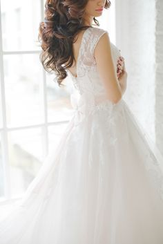 Lace Ball Gown   Warmphoto   Exquisite Bridal Styling for a Modern Glam Wedding Day