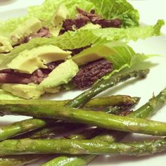 @9flights - Short ribs and avocado in romaine boats with asparagus #wholelifechallenge #paleo #jerf