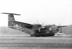 de Havilland Canada DHC-5A XC-8A Buffalo Stol Aircraft, Amphibious Aircraft, Helicopter Plane, Aircraft Design, Air Travel, Military Aircraft, Military Vehicles, Wwii, Buffalo