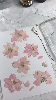 Epoxy Resin Art, Diy Resin Art, Diy Resin Crafts, Diy Crafts Hacks, Diy Resin Phone Case, Diy Case, Pressed Flower Art, Flower Crafts, Iphone 11