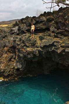 Cliff jumping End Of The World (Deep Water Solo Cave) in Hawaii (Big Island)