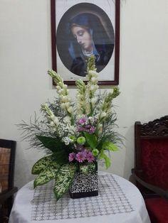 Tropical floral arrangement using #sedapmalam#krisan by #arianaflo