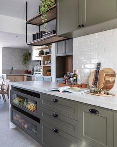 Interior Exterior, Kitchen Interior, Kitchen Decor, Interior Design, Warm Kitchen, Cute Kitchen, Boutique Interior, Scandinavian Home, Inspired Homes