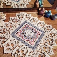 Transcendent Crochet a Solid Granny Square Ideas. Inconceivable Crochet a Solid Granny Square Ideas. Crochet Dollies, Crochet Doily Patterns, Granny Square Crochet Pattern, Crochet Borders, Crochet Squares, Thread Crochet, Crochet Motif, Crochet Stitches, Free Crochet