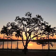 Dica de Destino   Primeiros raios de sol e a vista da Pampulha, em Belo Horizonte (MG).  Foto: @castilhosfelipe