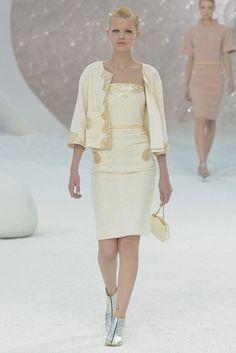 Chanel Spring 2012 Ready-to-Wear Fashion Show - Daphne Groeneveld (Women)