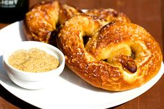 These homemade soft pretzels are so easy to make! Use the dough for large pretzels, smaller pretzels, or even soft pretzel bites - absolutely delicious. Homemade Soft Pretzels, Pretzels Recipe, My Favorite Food, Favorite Recipes, Bread Recipes, Cooking Recipes, Pizza Recipes, Appetizer Recipes, Appetizers