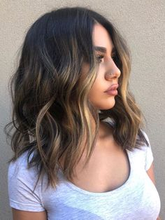 35 gorgeous hairstyles for medium length hair in 2019 - cool style - hairstyles for curly hair - frisuren frauen hair hair women Medium Hair Cuts, Medium Hair Waves, Short Medium Hair Styles, Medium Length Ombre Hair, Medium Length Haircuts, Shoulder Length Balayage, Medium Textured Hair, Medium Dark Hair, Short Dark Hair