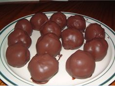 Ingredients: 1 cup sifted powdered sugar 1⁄2 cup creamy peanut butter 3 tablespoons butter or 3 tablespoons margarine, softened 1 lb dipping chocolate or 1 lb confectioner's coating Directions: Stir together powdered sugar, peanut butter and butter until well mixed. Shape peanut butter mixture into 1 inch balls, placing them on a baking sheet covered …