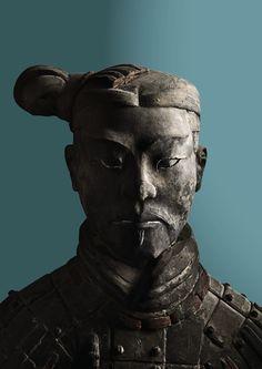 Plakat «Qin – Der unsterbliche Kaiser und seine Terrakottakrieger», Krieger von vorne, petrol.