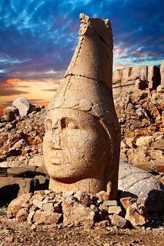 Image of Tomb of Antiochus I - Mount Memrut - Turkey 4 | Photos Gallery