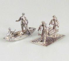 Online veilinghuis Catawiki: Twee zilveren miniaturen: bootje met man en hond en kaasdragers, Nederland, 20e eeuw
