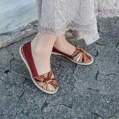 Bordado que ilumina o caminho #ValentinaFlats #shoes #fashion #loveit #spring #loveshoes #shoeslover #fashion #sapatilha #flat #bordado #love #red #shine