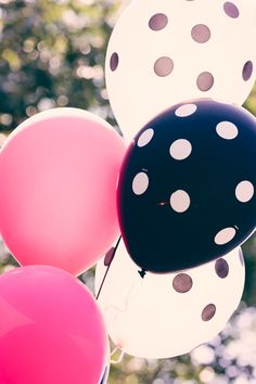 pink black and white balloons party decoration for a Hello Kitty birthday party  #whhostess #thepartydressblog