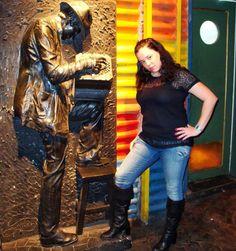 Já fazia pose e carão de blogueira há muito tempo. El Señor Tango. Viagens para recordar. Um lugar pra voltar. #señortango #tango #milonga #baires #buenosaires #argentina #mercosul #americadosul #sudamerica #viagem #férias #trip #travel #ootd #photooftheday #memories