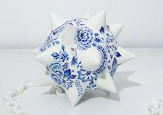 in the delft blue style of ceramics, artist helena hauss has sculpted and hand painted a series of highly unconventional 'weapons'. Pen Design, Blue And White China, Hand Painted Ceramics, Ceramic Painting, Delft, Ballpoint Pen, Blue Fashion, The Dreamers, Weapons