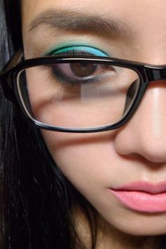 Make up How-to for Glasses Gals - Good to know, I've wondered about this dozens of times