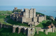 """Dover Castle"" - is a very big, old castle in England. It is on top of the famous white cliffs of Dover. There are also hundreds of tunnels in the cliffs under the castle. You can visit the castle and the secret tunnels. Chateau Medieval, Medieval Castle, Medieval Armor, The Places Youll Go, Places To See, Dover Castle, Castles In England, Famous Castles, Haunted Castles"