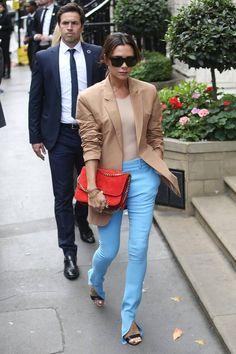 Fashion-Looks  Zu der Präsentation ihrer Catwalk-Kollektion greift Victoria  Beckham zu einem be8629fdbf7