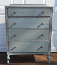 Painted chest of drawers Furniture Fix, Diy Furniture Projects, Country Furniture, Custom Furniture, Furniture Making, Furniture Makeover, Vintage Furniture, Painted Furniture, Bedroom Furniture